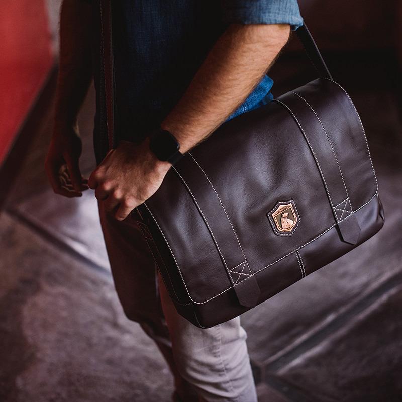 Bolsa masculina de couro para notebook Schuster NW066 Brasão